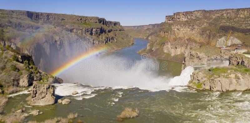 F?r f?rgtolkningen f?r den flyg- sikten Shoshone faller Idaho som frambringar regnb?gen royaltyfri foto