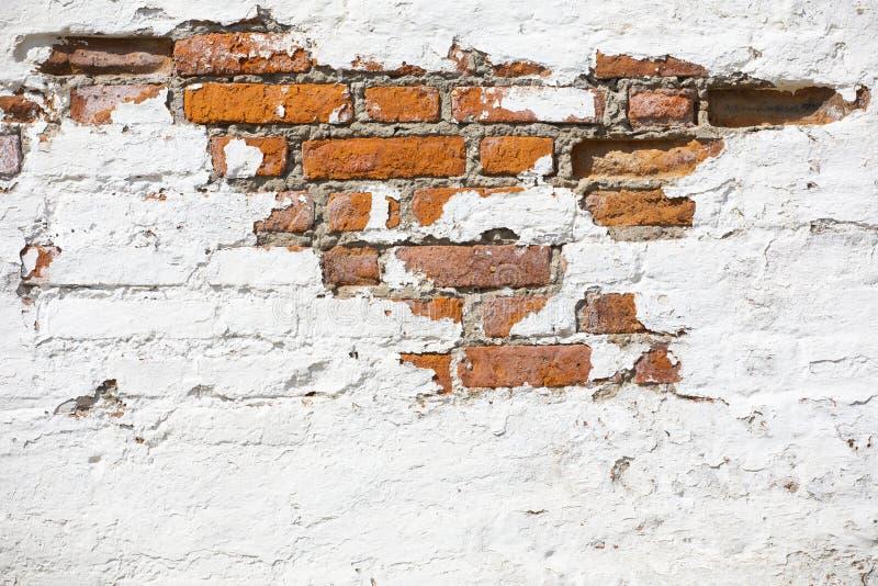 F?r tegelstenv?gg f?r tappning gammal textur R?d vit Stonewall f?r Grunge horisontalbakgrund Sjaskig byggnadsfasad med skadad mur fotografering för bildbyråer