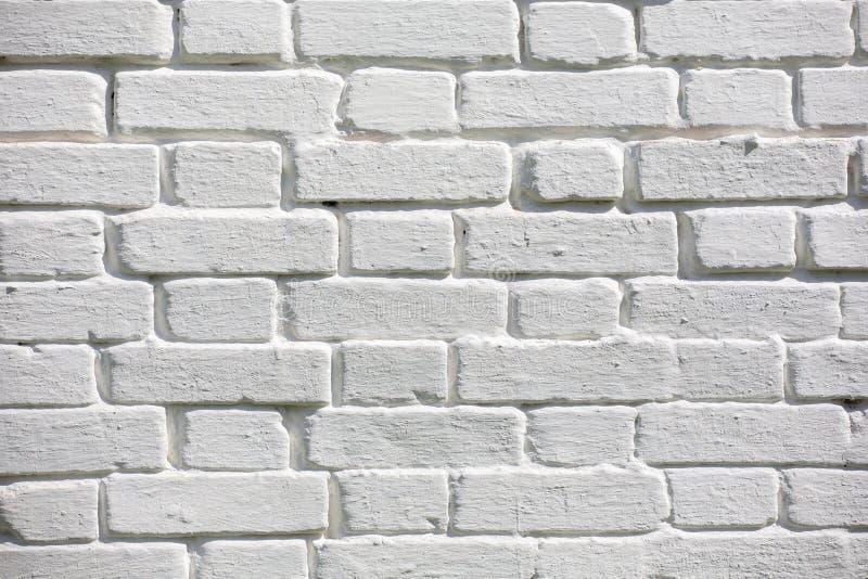 F?r tegelstenv?gg f?r tappning gammal textur R?d vit Stonewall f?r Grunge horisontalbakgrund Sjaskig byggnadsfasad med skadad mur arkivbilder