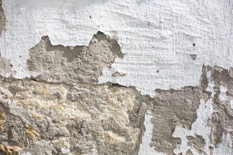 F?r tegelstenv?gg f?r tappning gammal textur R?d vit Stonewall f?r Grunge horisontalbakgrund Sjaskig byggnadsfasad med skadad mur arkivbild