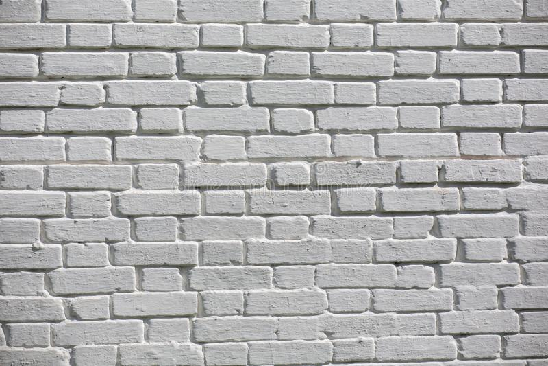 F?r tegelstenv?gg f?r tappning gammal textur Röd vit Stonewall för Grunge horisontalbakgrund Sjaskig byggnadsfasad med skadad mur arkivfoton