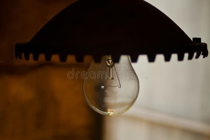 F?r tr?dg?rdgata f?r tappning elektrisk lampa f?r utomhus- metall f?r v?gg arkivfoton