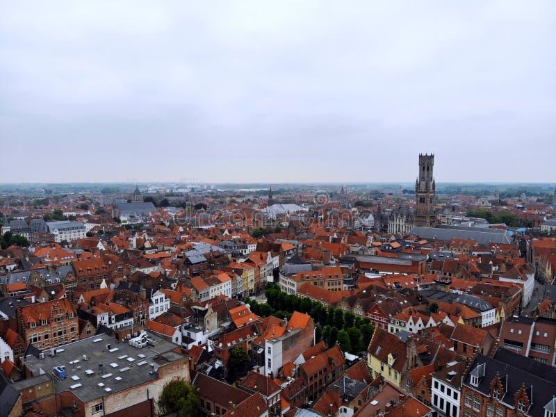 F?rbluffa sikt fr?n ?ver Så mäktiga och härliga Brugge Medeltida historia runt om dig Måste se för all utforskare Sikt fr?n fotografering för bildbyråer