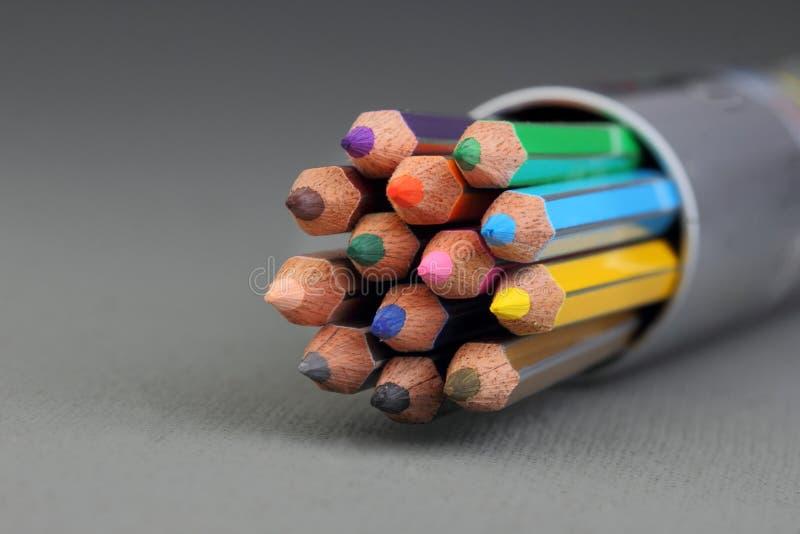f?rg pencils spetsar arkivfoton