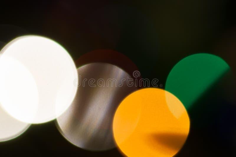 F?rgglade festliga m?ng--f?rgade cirklar Defocused abstrakt m?ngf?rgad bokeh t?nder bakgrund fotografering för bildbyråer