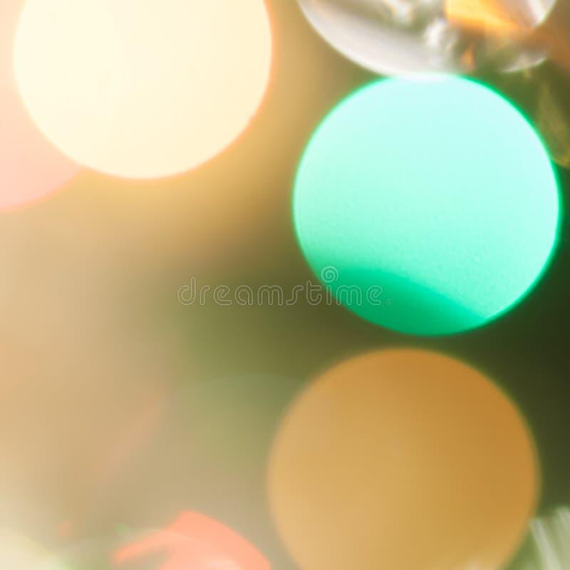 F?rgglade festliga m?ng--f?rgade cirklar Defocused abstrakt m?ngf?rgad bokeh t?nder bakgrund royaltyfri bild