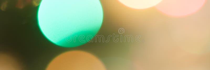 F?rgglade festliga m?ng--f?rgade cirklar Defocused abstrakt m?ngf?rgad bokeh t?nder bakgrund royaltyfria foton