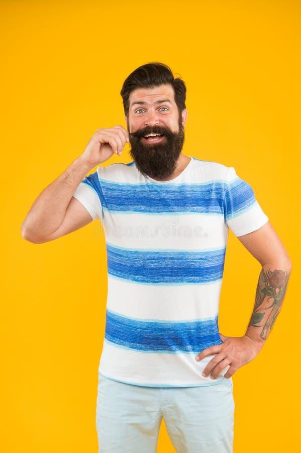 F?rias de ver?o Estilo do ver?o Marinheiro alegre Junte-se a minha onda Moderno farpado do homem com bigode e barba longa no amar imagem de stock royalty free