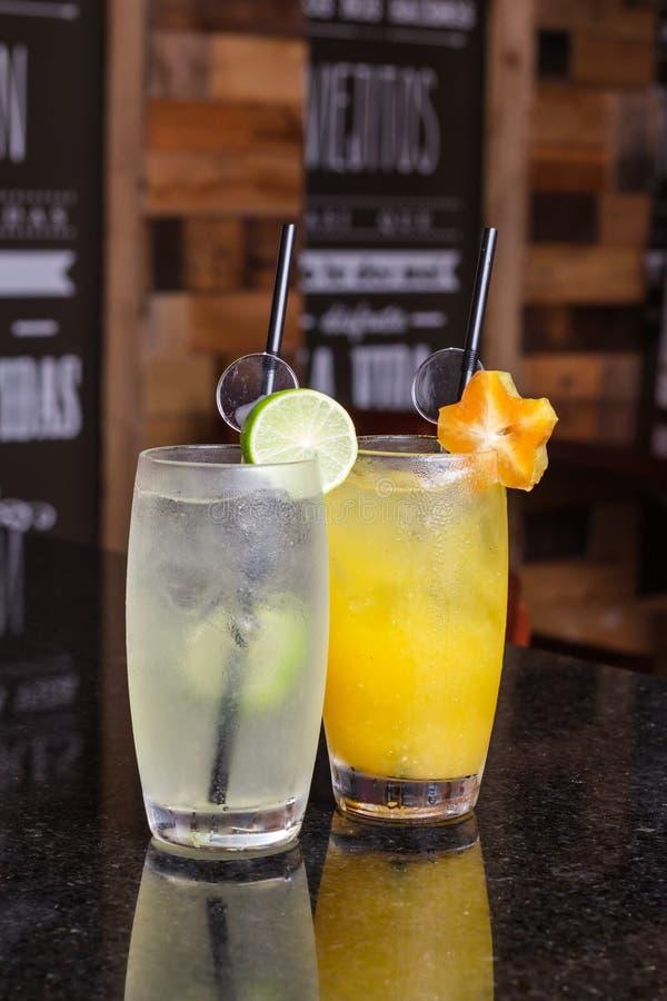 f?rnyande drink f?r sommar utan s? mycket alkohol royaltyfri foto