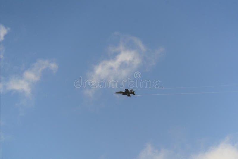 F16 samolotu latanie obraz royalty free