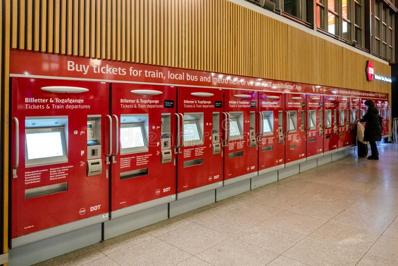 18 f?vrier 2019 A?roport de Kastrup denmark copenhague Coin automatique de billet à relier au transport en commun à images libres de droits