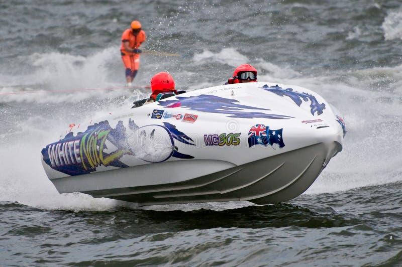 F1 de boot van het waterskiras stock foto's