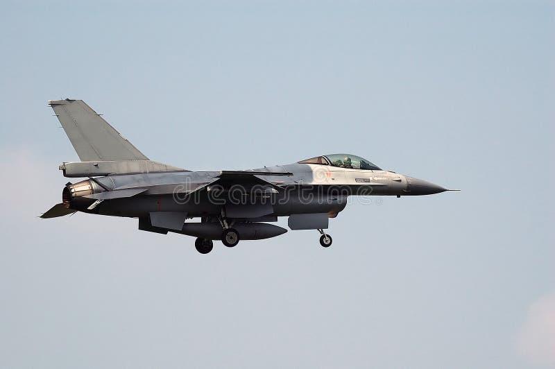 F16 para a aterragem fotografia de stock