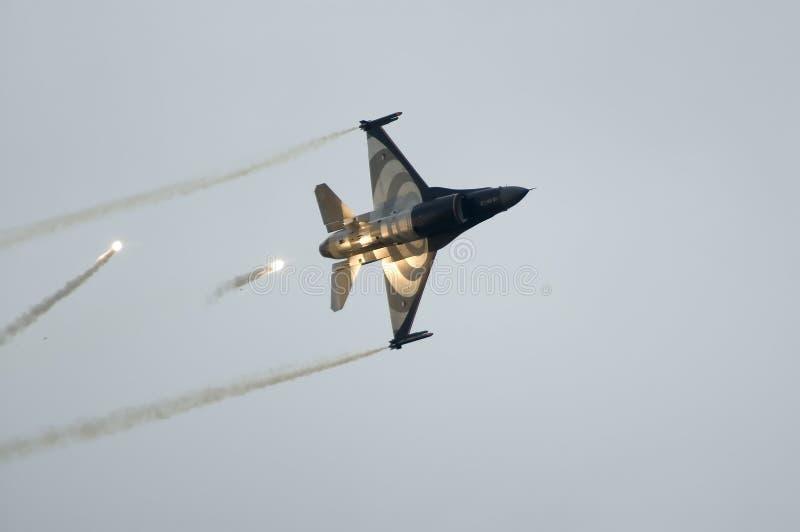 F16 Valk in actie stock afbeelding
