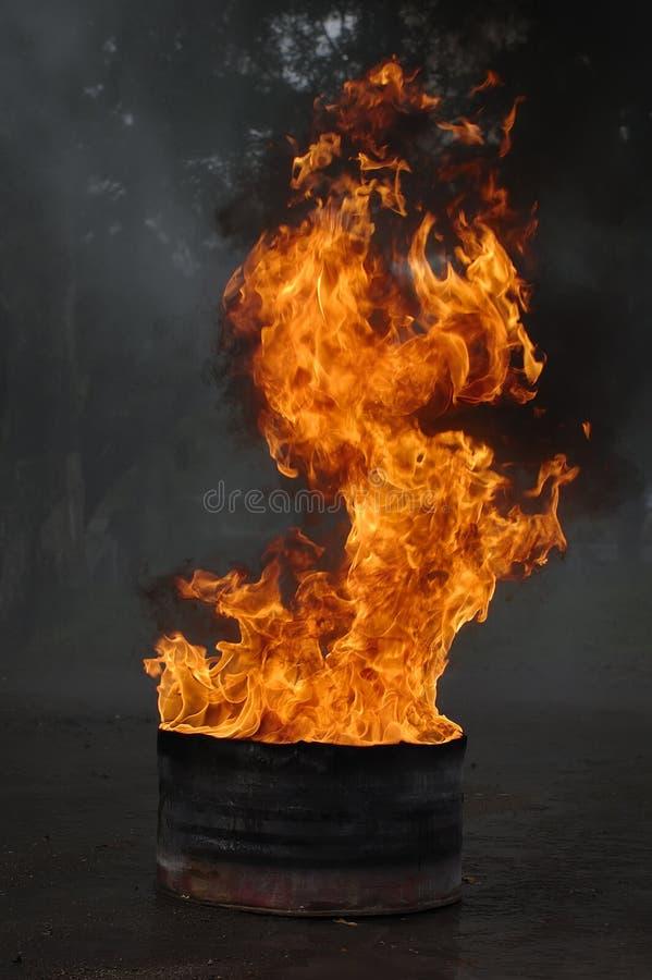 Faß auf Feuer stockbild