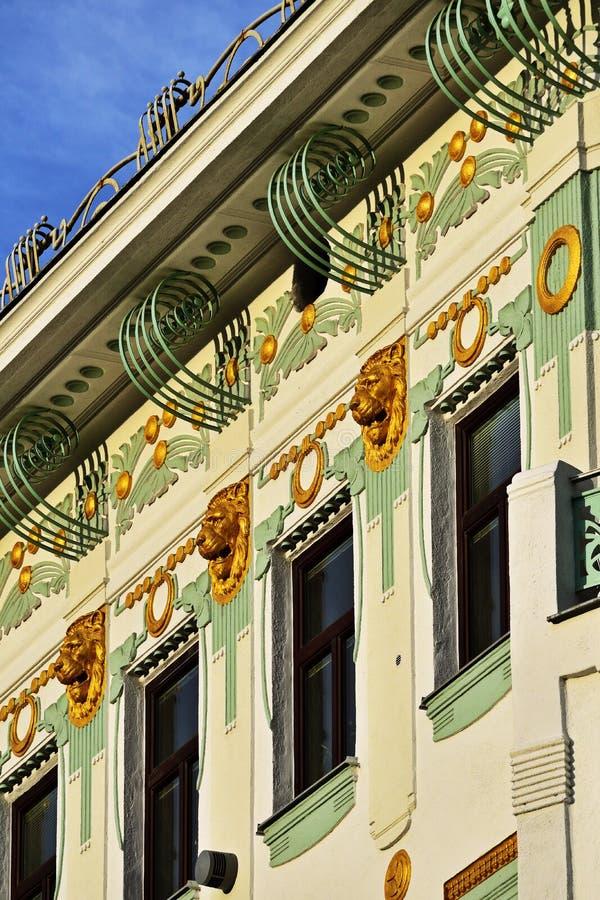 Façade van een Jugendstilhuis in Wenen stock afbeelding