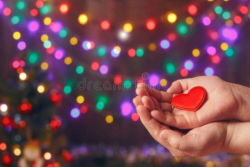 Faça boas coisas Crie ações boas Caridade e milagre Humor do Natal e do ano novo Fundo festivo Para fazer povos felizes imagens de stock royalty free