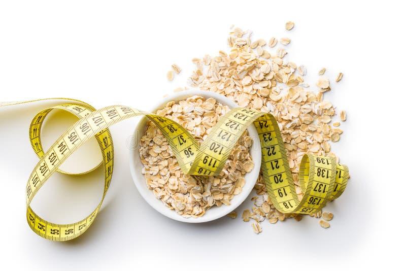 Faça dieta o conceito Fita de medição da American National Standard da farinha de aveia imagens de stock