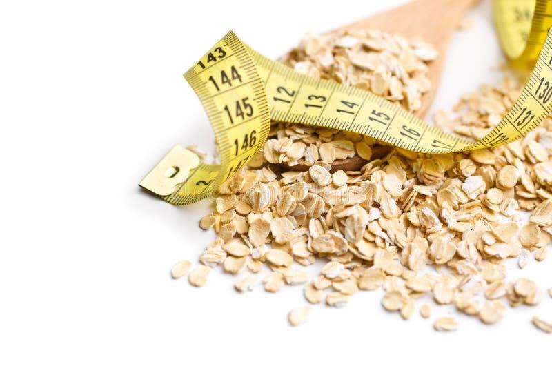 Faça dieta o conceito Fita de medição da American National Standard da farinha de aveia imagens de stock royalty free