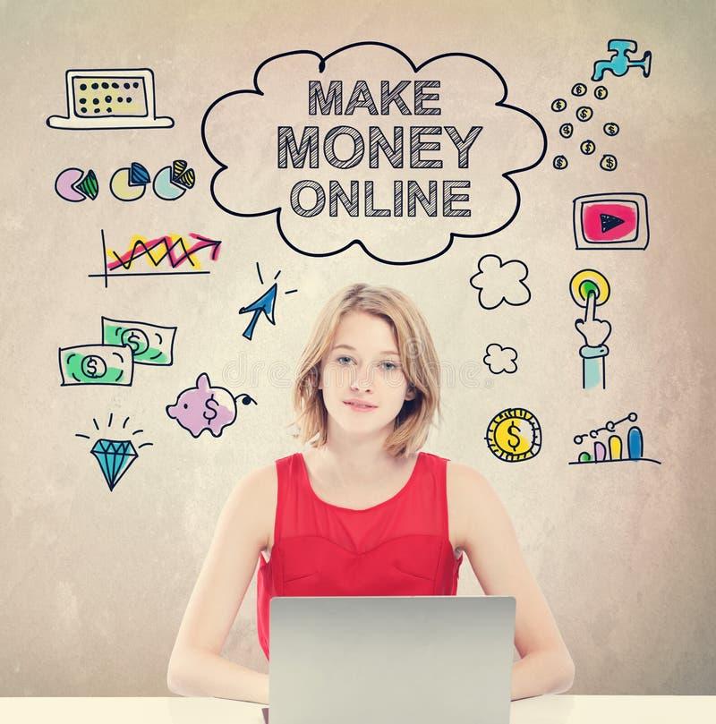 Faça a dinheiro o conceito em linha com a jovem mulher com portátil imagem de stock