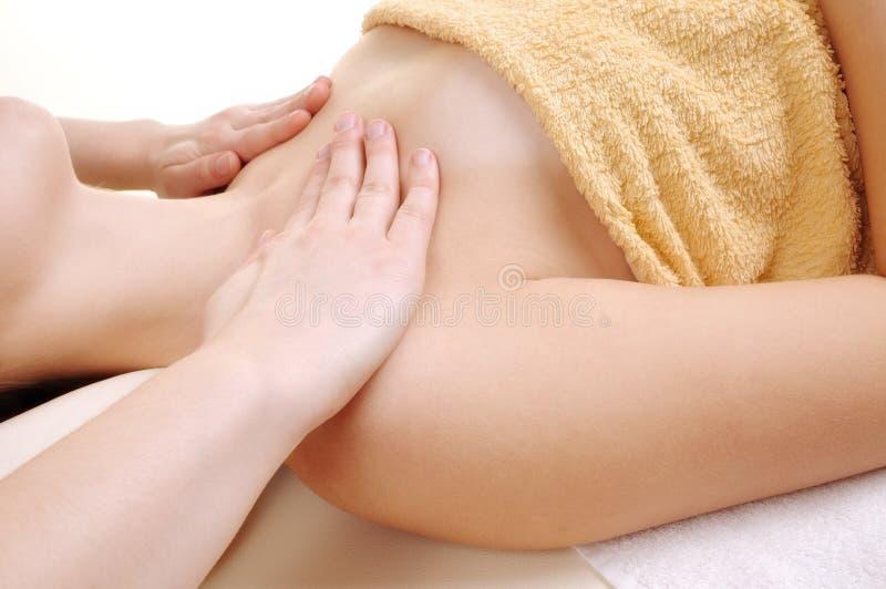 Faça massagens o clavicle, uma mulher nova fotos de stock royalty free
