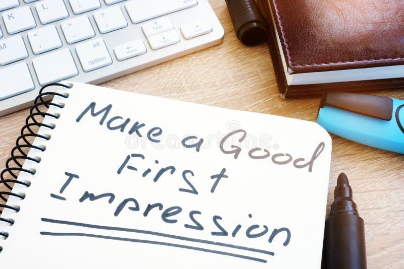 Faça uma boa primeira impressão escrita à mão em um bloco de notas foto de stock royalty free