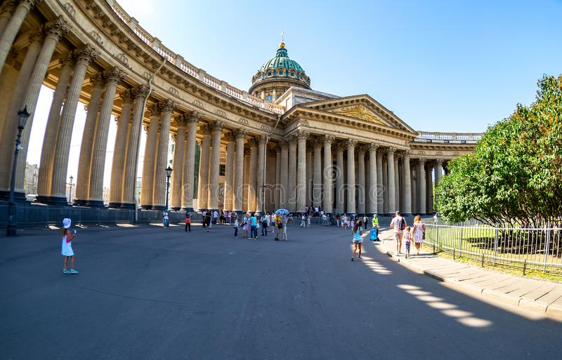 Façade avec des colonnes de la cathédrale de Kazan à St Petersburg image libre de droits