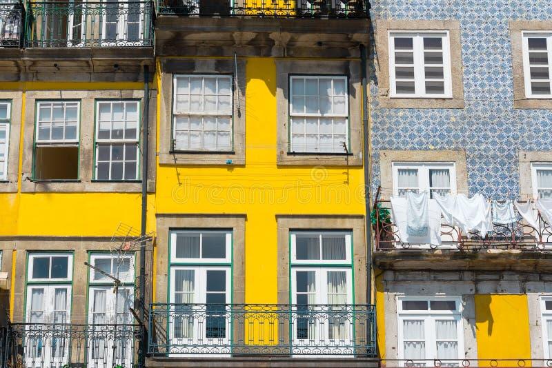 Façade colorée de maison photographie stock libre de droits