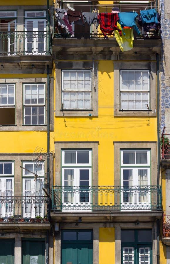 Façade colorée de maison images stock
