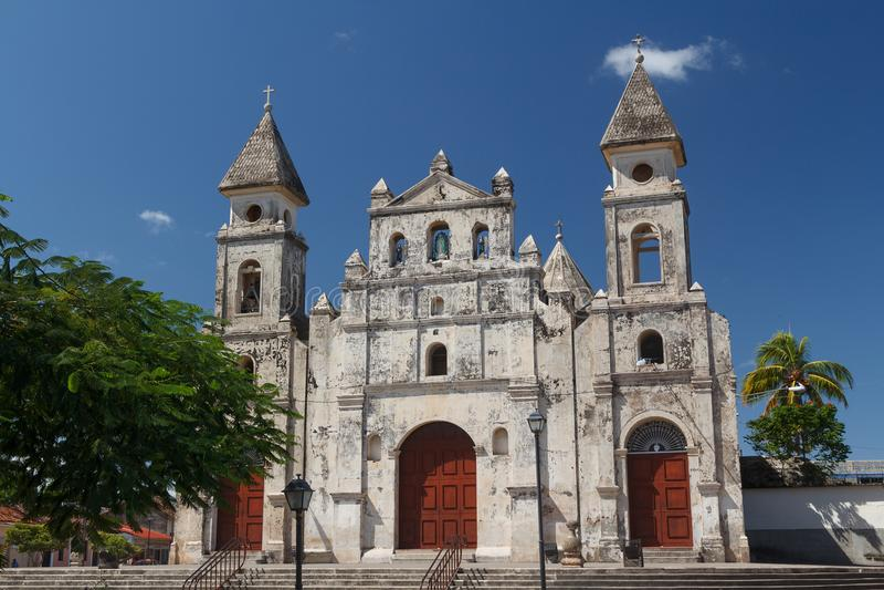 Façade d'église à Grenade images stock