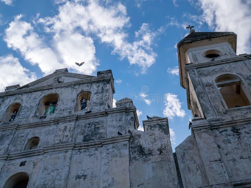 Façade d'église à Grenade photos stock