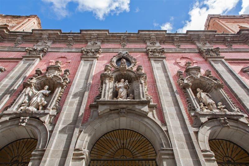 Façade d'église baroque San Millan e San Cayetano. photographie stock