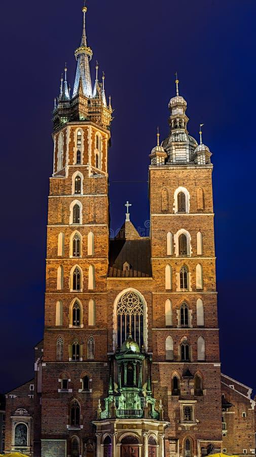 Download Façade D'église Principale à Cracovie Dans La Place Du Marché La Nuit Image stock - Image du poland, histoire: 76090379