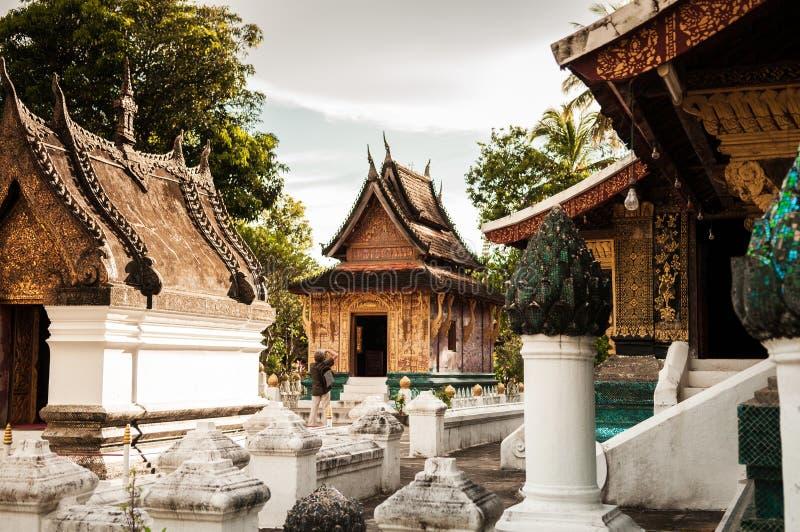 Façade d'or de lanière de Wat Xieng, Luang Prabang, Laos photographie stock