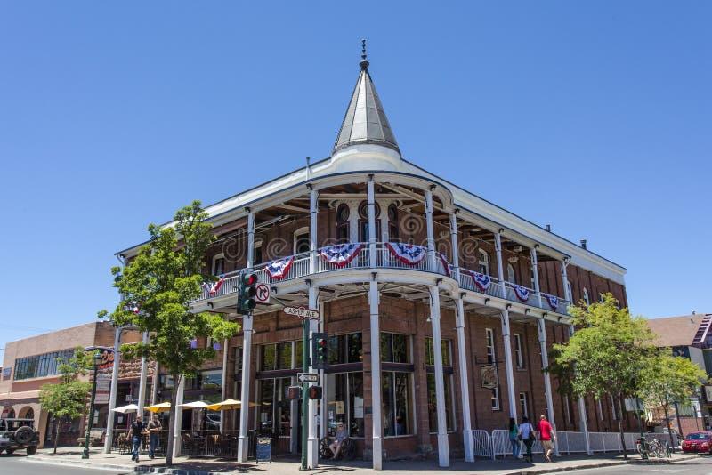 Façade d'hôtel Weatherford dans la hampe de drapeaux, Arizona images libres de droits