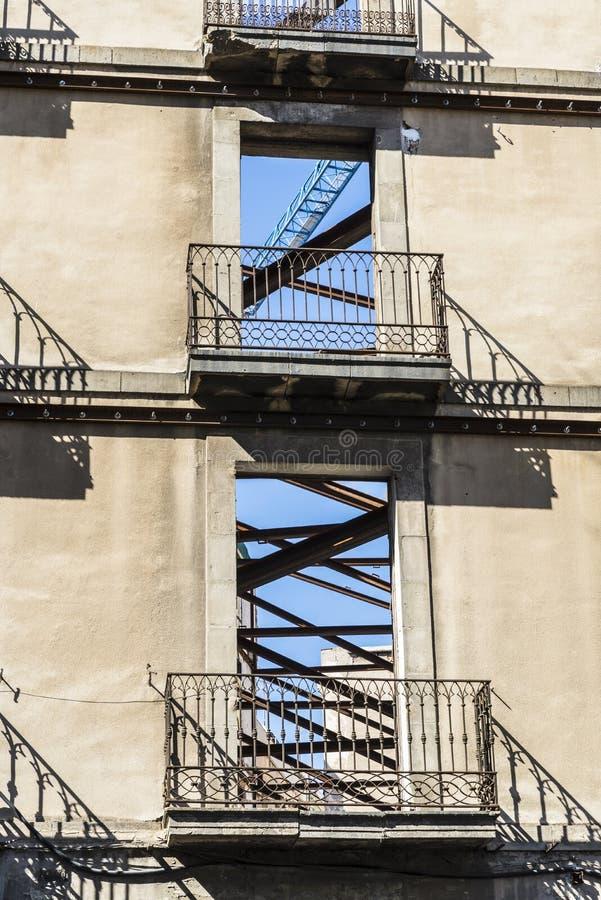 Façade d'un bâtiment sur des réformes photographie stock