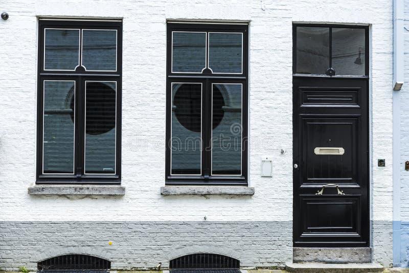 Façade d'un vieux bâtiment classique à Bruges, Belgique image stock