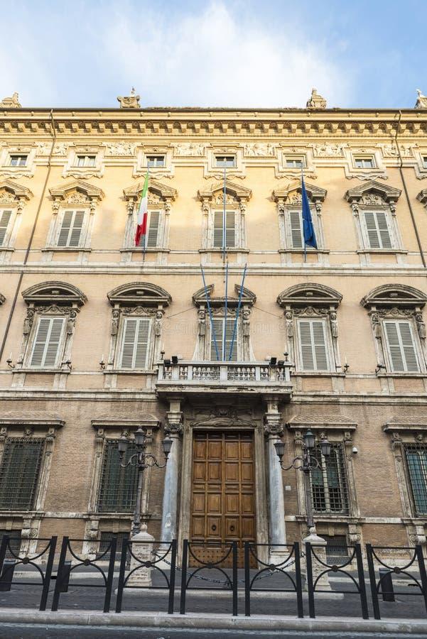 Façade d'un vieux bâtiment classique à Rome, Italie photo libre de droits