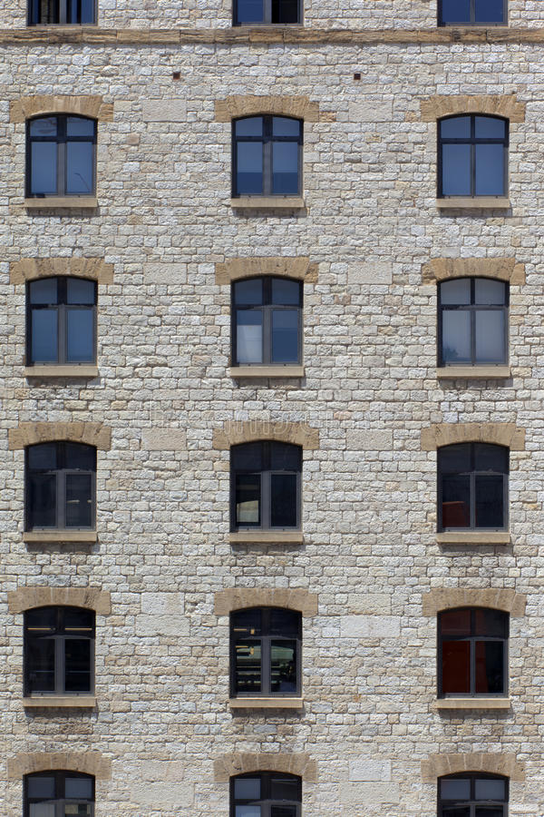 Façade d'une vieille construction en pierre photos stock