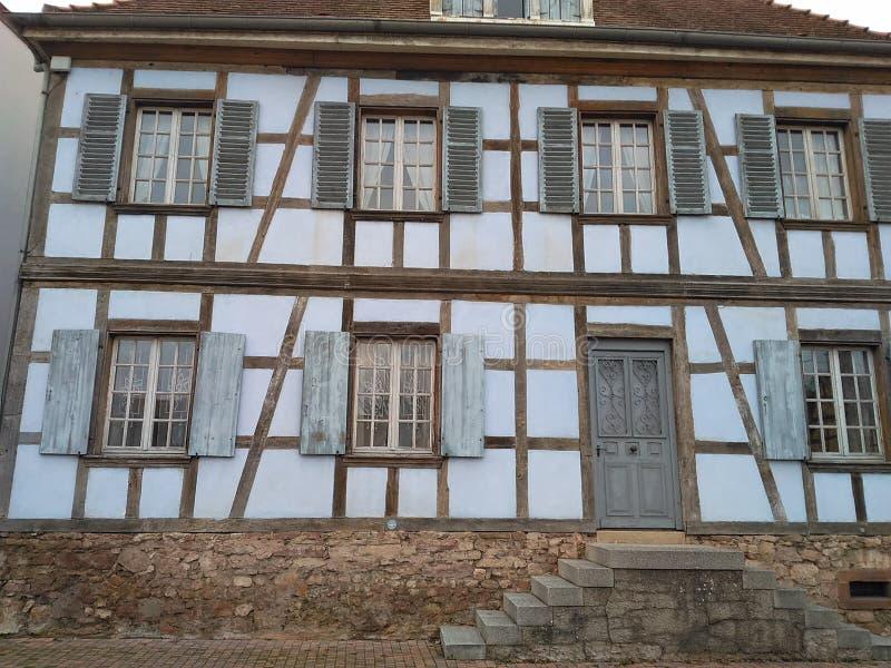 façade de 12 67 5000 02 Alsace avec des escaliers photo stock