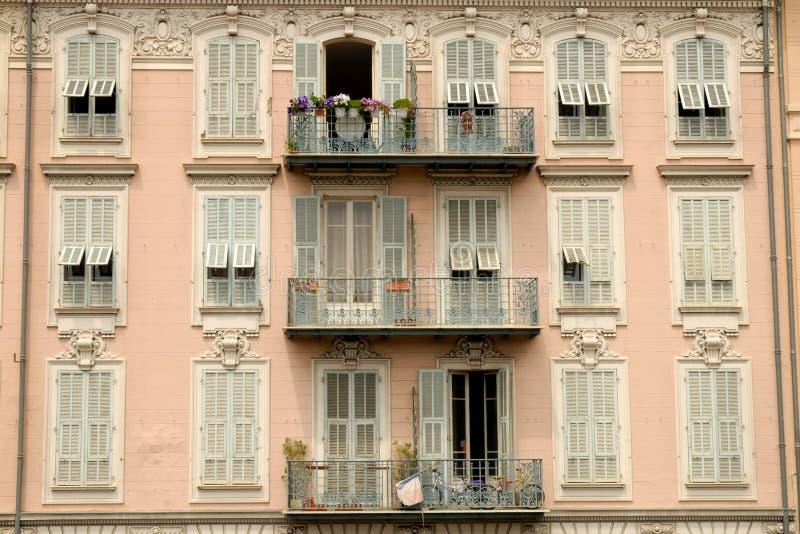 Façade de construction en France agréable images libres de droits