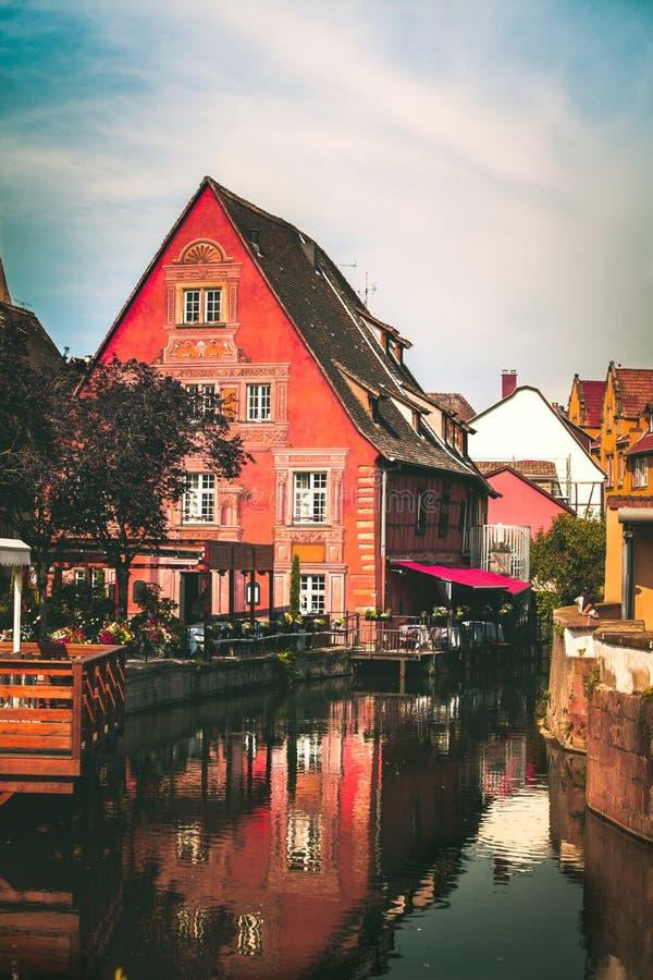 Façade de conte de fées d'une maison traditionnelle, Colmar images stock