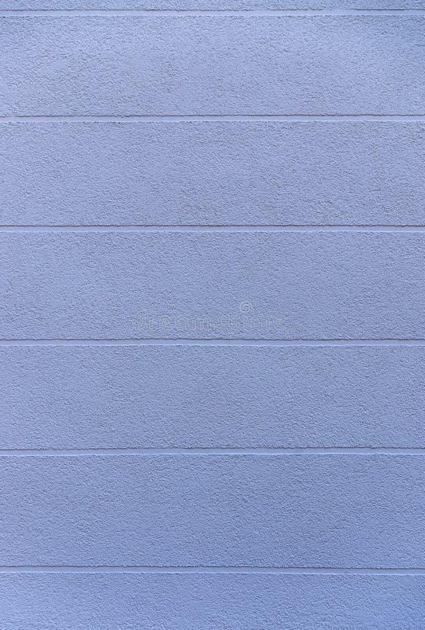 Façade de détail d'une maison avec le plâtre bleu et des joints visuels horizontalement de élargissement comme élément de concept photo stock