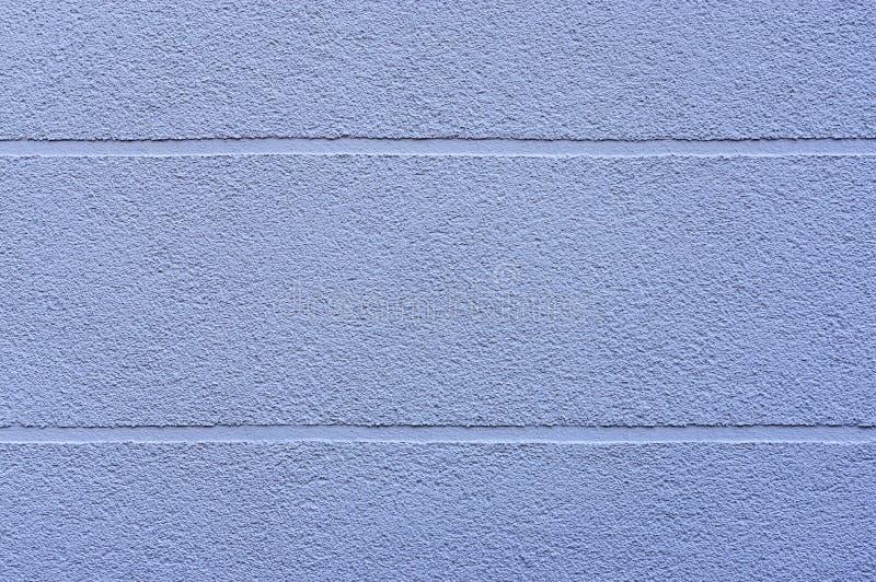Façade de détail d'une maison avec le plâtre bleu et des joints visuels horizontalement de élargissement comme élément de concept image stock