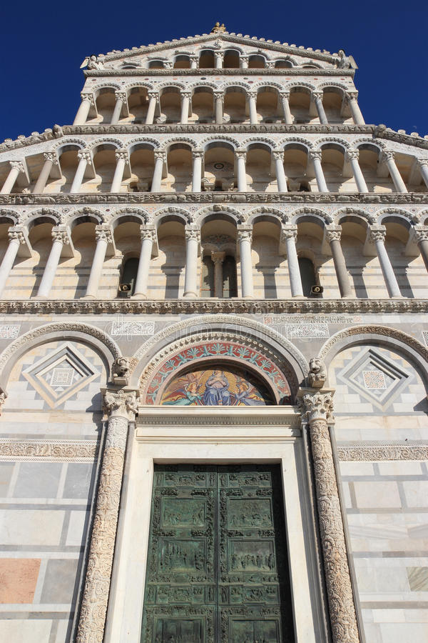Façade de Duomo à Pise image stock