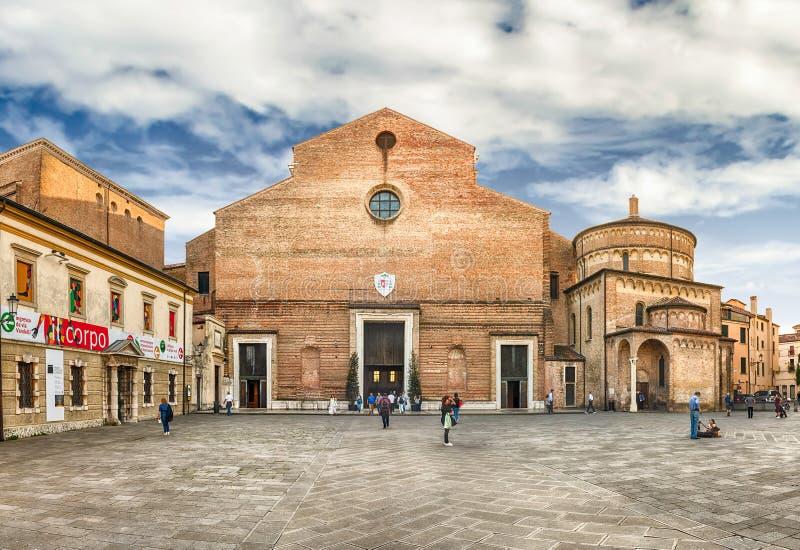 Façade de la cathédrale catholique de Padoue, Italie image libre de droits