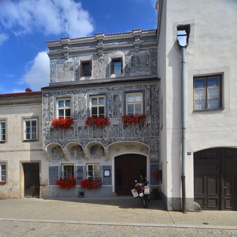 Façade de la Renaissance d'une maison dans Slavonice, République Tchèque photos stock
