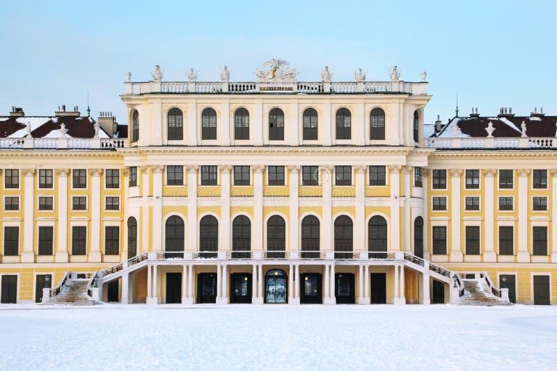 Façade de palais de Schonbrunn à l'hiver images stock