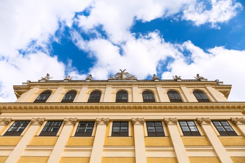Façade de palais de Schonbrunn et de ciel, Vienne photo libre de droits