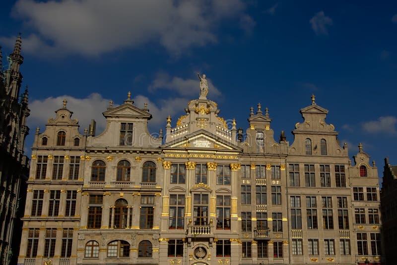 Façade des maisons médiévales de guilde dans la place d'endroit de mamie de Bruxelles photo libre de droits